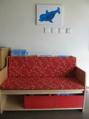 Delfingruppe - Bücherbank (1)