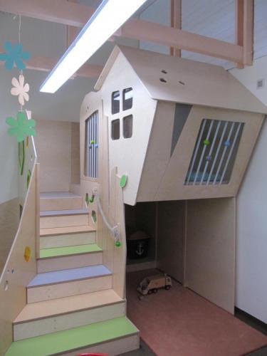 Löwengruppe-Spielhaus-mit-Bau-und-Kuschelecke