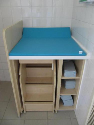 Waschraum-Wickeltisch